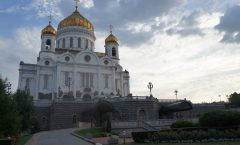 Moscow tourism - Pushkin Museum of Fine Arts from the summer Hen Cathedral of Christ the Savior