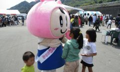 Visitors at the Yui shrimp festival and 30 minutes by car -