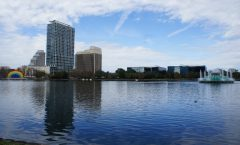 "Oasis in the Orlando tourist-center ""Eola Lake"" -"