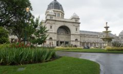 メルボルン中心地にある世界文化遺産『王立展示館とカールトン庭園』へ